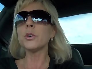mature woman with big tits  AMAT33.COM