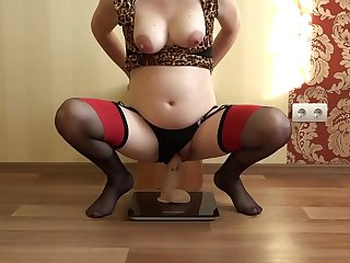 A pregnant milf jack big rubber dick with her feet, and then jumps on it to orgasm. Fetish.