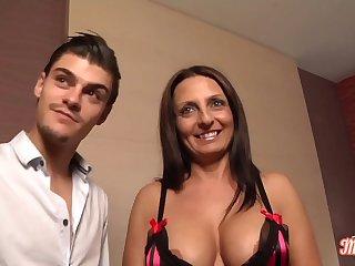 Barbara, milf sexy qui sait y faire avec une bite ... mê_me deux