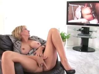 Nasty mature stockings slut gets off