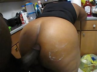 YOUNG BIG BUTT MILF MOM LIKES BIG COCK AND CUMSHOTS